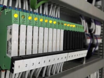 طراحی و ساخت انواع تابلو برق و کنترل